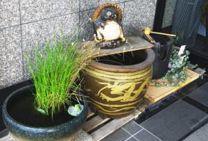 花乃舎 玄関の水瓶